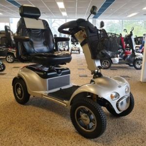 Scootmobiel Shoprider gebruikt met 4 wielen